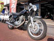 ヤマハ SR400 中古車 ブラック 走行距離34,982km カスタム(ヘッドライト+ウインカー) ディスクブレーキ 空冷4サイクル