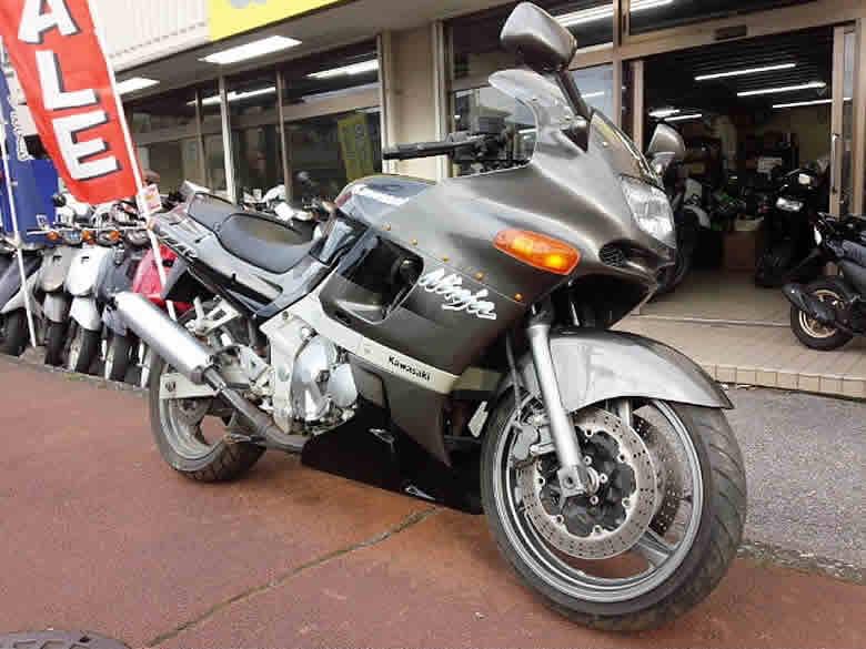 カワサキ ZZR400 N型 中古車 黒&ガンメタ 走行距離10,328km 水冷4サイクル4気筒エンジン