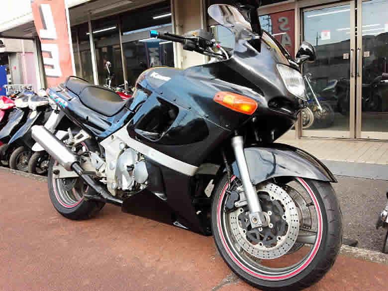 カワサキ ZZR400 N型 中古 ブラック&グレー バーハンドル+ロングスクリーン他付 走行距離33,270km 水冷4サイクル