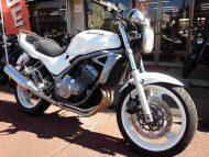 カワサキ バリオス 中古車 ホワイト 走行距離60,946km アップハンドル+タンデムバー他付 水冷4サイクル16バルブ4気筒250cc